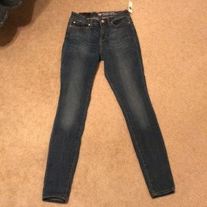 NWT High Rise Legging Gap Jeans